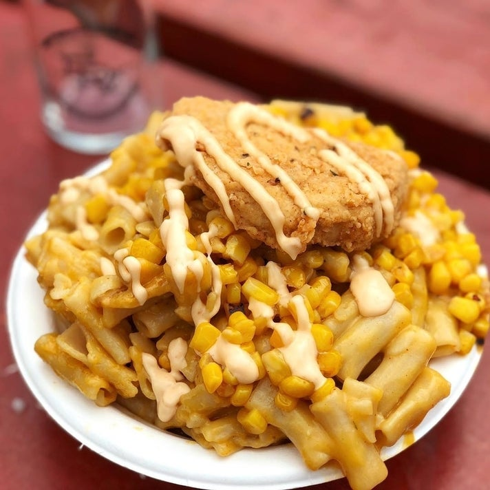 Fried chickun with gluten free mac & cheese and corn by Southern Fried Vegan